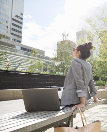 Léto ve městě: chraňte svou pleť doma i v zahraničí