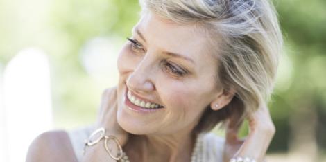 Klíčové ingredience pro zlepšení jemných vlasů v období po menopauze