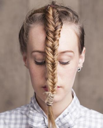 Drdol, culík, copánky… Může být příčinou vypadávání vlasů váš účes?