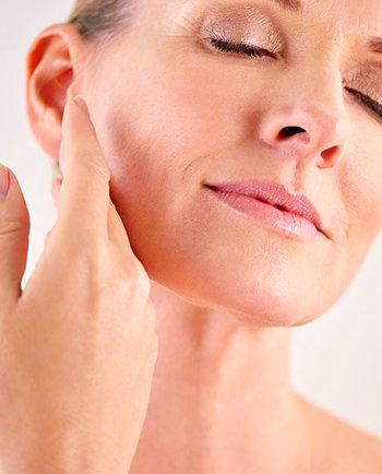 Menopauza: proč je moje pleť v 50 sušší než ve 30?