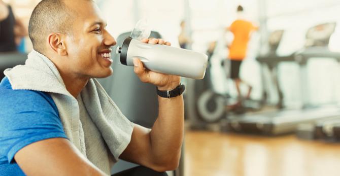 Zachovejte klid! 3 momenty, kdy muži potřebují hydratační přípravek na pleť