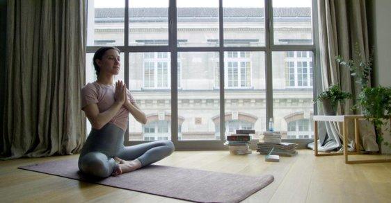 Začněte den v poklidu, pomůže vám k tomu meditace