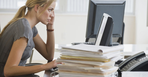 Anonymní workoholici: má vaše kariéra vliv na vaši pleť?