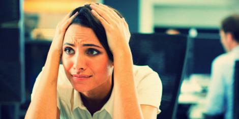 Citlivá vlasová pokožka?  5 stresových situací, které způsobují svědění.