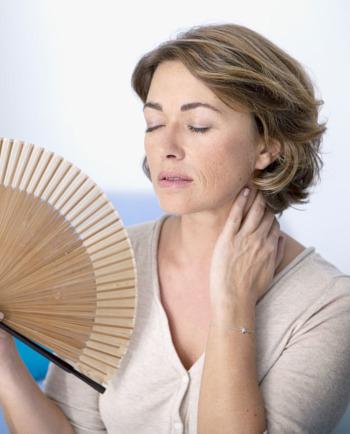 Co přesně jsou návaly horka během menopauzy a jak si s nimi poradit?