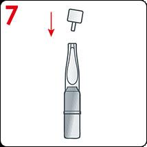 Na aplikátor nasaďte plastový uzávěr, který máte z minulého použití, ten ampuli uzavře a uchová její obsah. Ponechejte si k dalšímu použití pro následující večer.