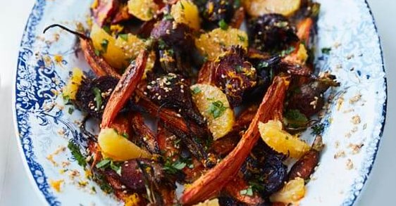 Recept: Salát z červené řepy, mrkve & pomerančů